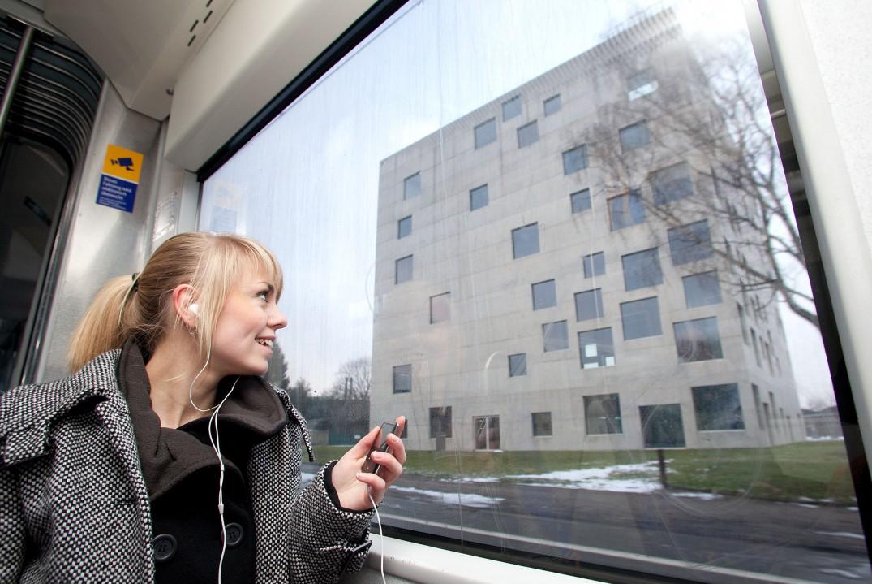 Mit einem Fotohandy oder einem MP3-Player ausgeruestet kann sich jeder auf eine Stadtrundfahrt mit der KulturLinie 107 begeben.