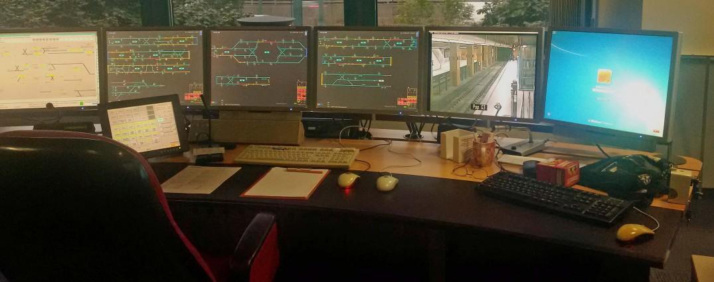 Dirk hat seinen Arbeitsplatz in der Leitstelle hier bereits verlassen - kurz darauf fahren wir im Funkwagen zum Hauptbahnhof