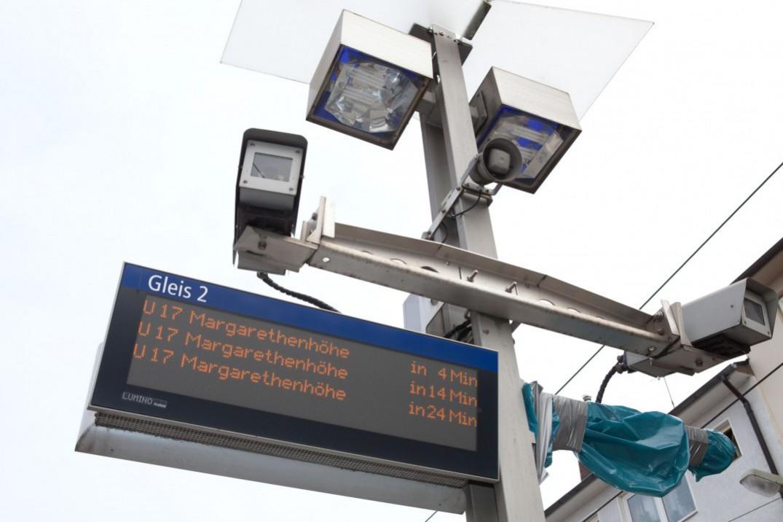 Lautsprecher, Kameras und DIsplays zur digitalen Fahrgastinformation an der Haltestelle Gemarkenplatz