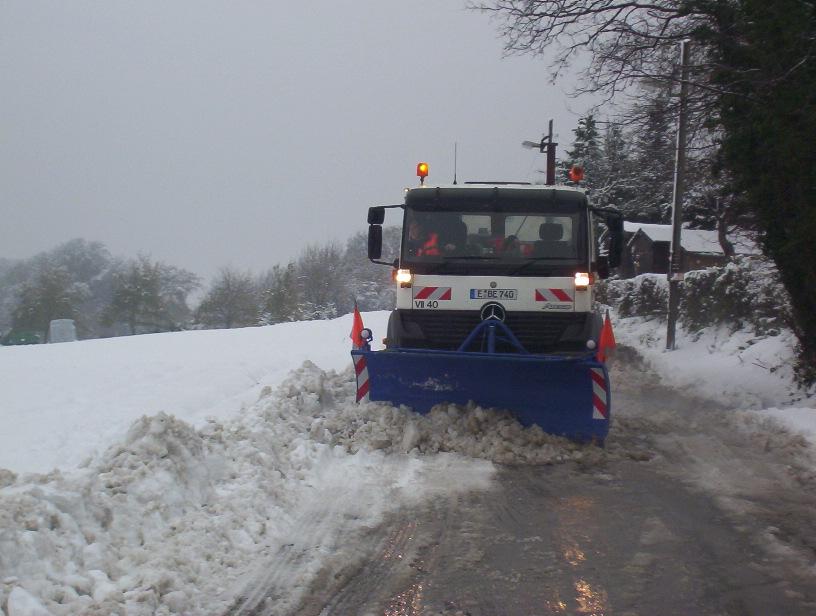 Räumfahrzeug der EBE an der Niederweniger Straße