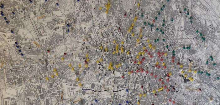 Blick auf die Pinwand der Verkehrslenkung der Stadt Essen, die in der EVAG-Leitstelle beheimatet ist.